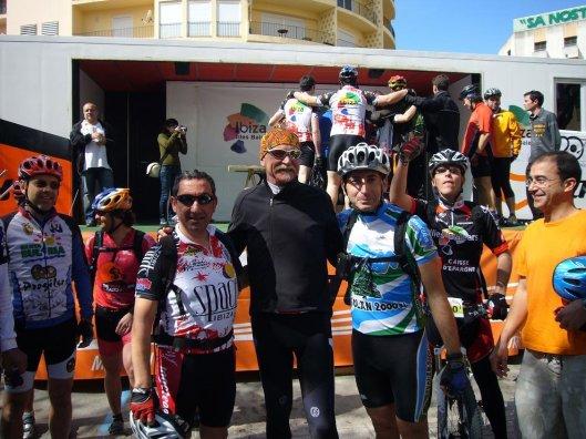 "De izquierda a derecha: Yo (Javier Virgel), Gary Fisher, el ""Padre de la Mountain Bike"" y mi amigo Txema Laguna"